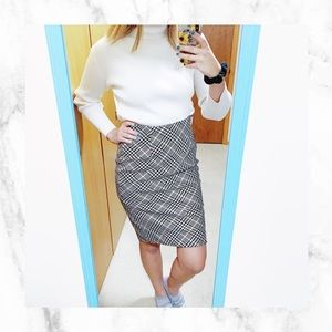 White House|Black Market Houndstooth Pencil Skirt